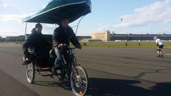Helden gesucht auf dem Tempelhofer Feld, Berlin